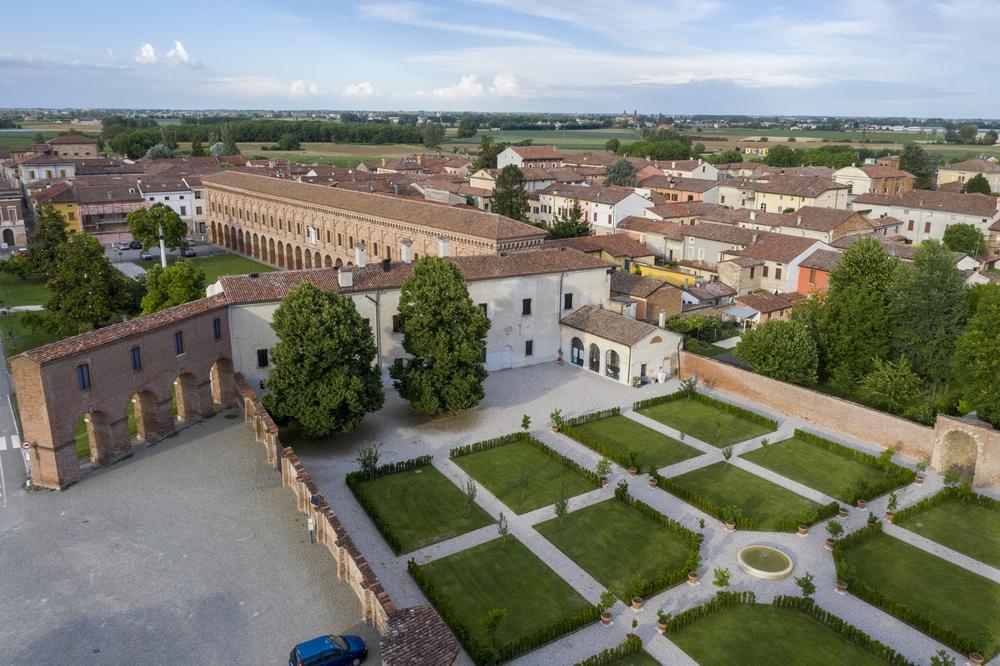 Palazzo Giardino - esterno.jpg