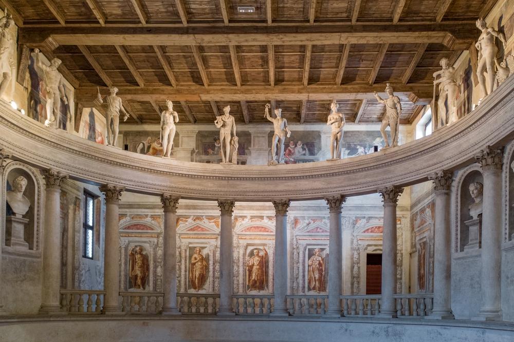 Teatro all'Antica - interno 1.jpg